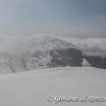 Sullo sfondo, Monte Pollino invaso dalle nuvole
