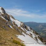 Il canale SO di Monte Pollino e sullo sfondo i monti di Orsomarso