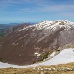Il canale SO di Monte Pollino e sullo sfondo Serra del Prete