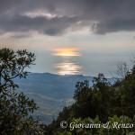 Il sole si rispecchia sul Tirreno