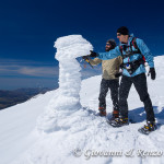 Liberando la stazione A.M.B. del Nevaio dal ghiaccio che la avvolge