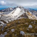 Conca dei Biscurri e Monte Meta dalla cima del Monte Tartaro
