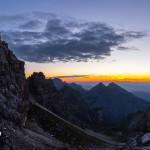 La cima Brenta Alta la valle dei Massodi e il Croz del Rifugio all'alba