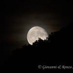 La luna gioca a nascondino