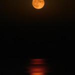 La luna illumina lo Ionio