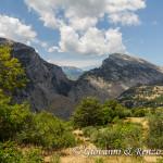 Serra delle Ciavole incorniciata nella Gola di Barile