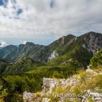 Da destra a sinistra, il Petricelle, La Caccia, Serra la Croce, Monte Cannitello e la Castelluccia mentre più vicino a sinistra il monte Faghitello.