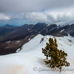 La cresta infinita della Manfriana e in lontananza il Monte Sellaro