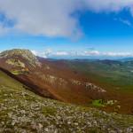 Dalla Cresta Est di Serra Dolcedorme verso Serra delle Ciavole e le grandi Timpe
