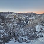La Garavina e sullo sfondo Serra di Crispo e Serra delle Ciavole baciate dalle prime luci dell'alba
