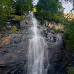 Una delle innumerevoli cascate immissarie del lago di Place Moulin