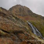 La cascata emissaria del Lago Lungo